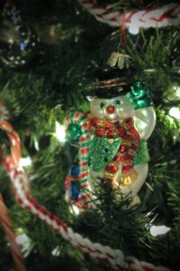 Handmade crochet Christmas garland with snowman, tutorial from PurlsAndPixels