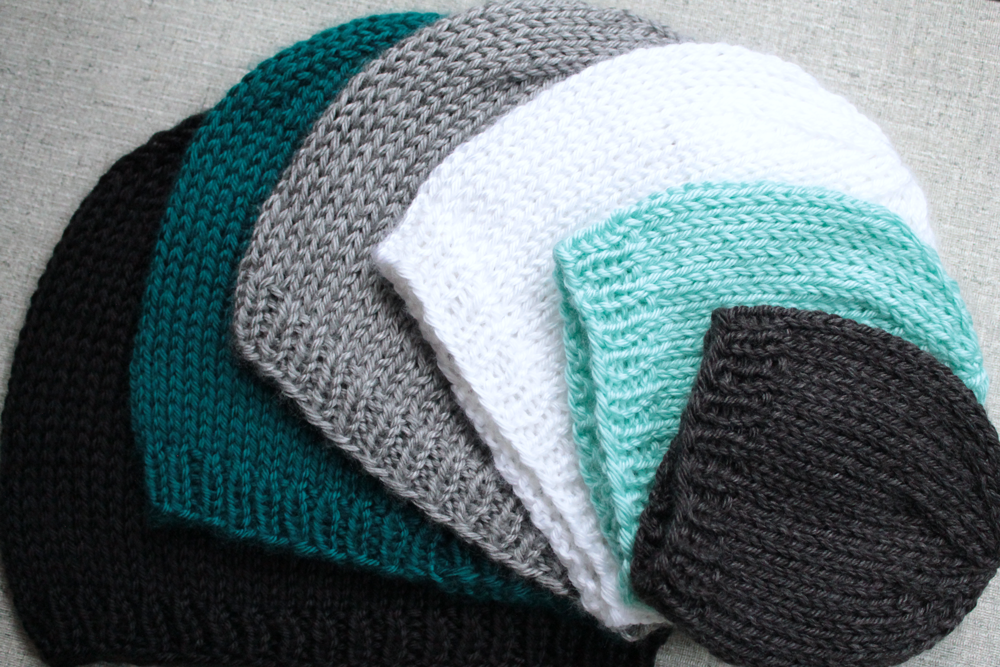 Knitted Beanie Patterns For Adults : Basic Knit Hat - PurlsAndPixels