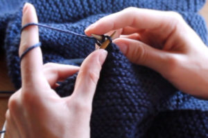 How to cast off knitting, taking stitches off knitting needles