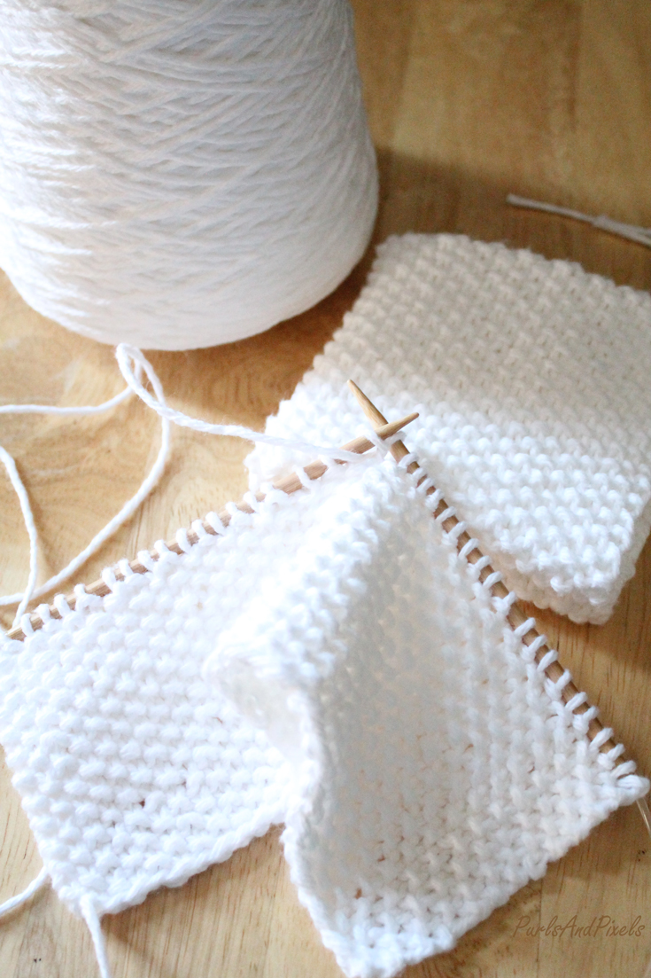 Seed Stitch Washcloth, Free knitting pattern for beginners using 100% cotton yarn, from Liz @PurlsAndPixels