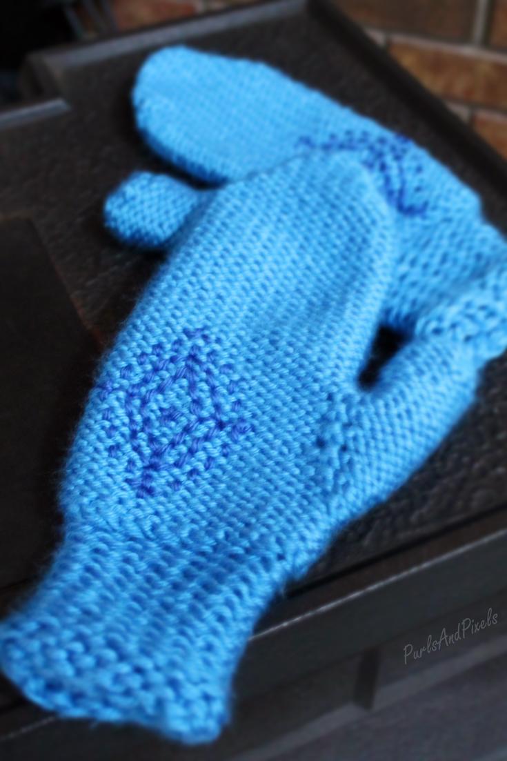 Anna's snowflake mittens, Disney's Frozen inspired cosplay mittens, by PurlsAndPixels