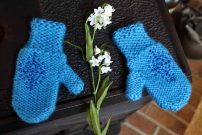 Anna's blue mittens toddler size, knitting pattern by PurlsAndPixels