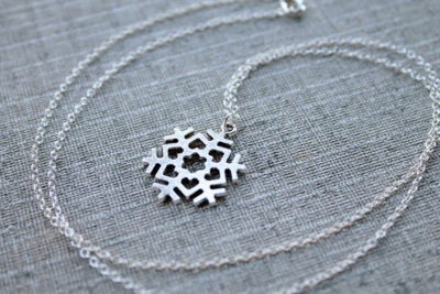 Long silver snowflake with little necklace hearts