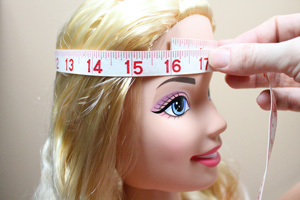 measuring-hat-size-for-knitwear