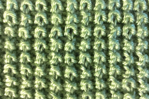 Rice stitch side of free knitted baby blanket pattern from Liz @PurlsAndPixels