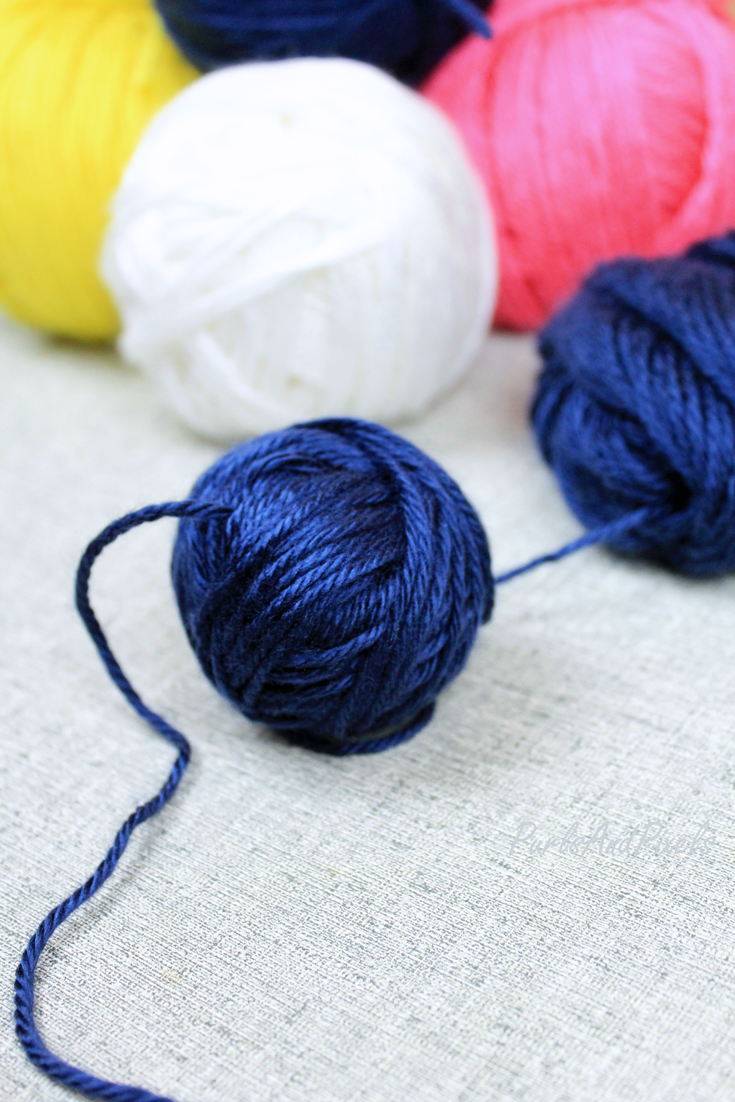 How to make a center-pull ball of yarn with just your hands, easy craft tutorial from Liz @PurlsAndPixels