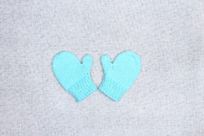 Simple hand knit mittens for baby from PurlsAndPixels