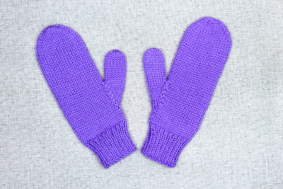 Simple hand knit mittens for women from PurlsAndPixels