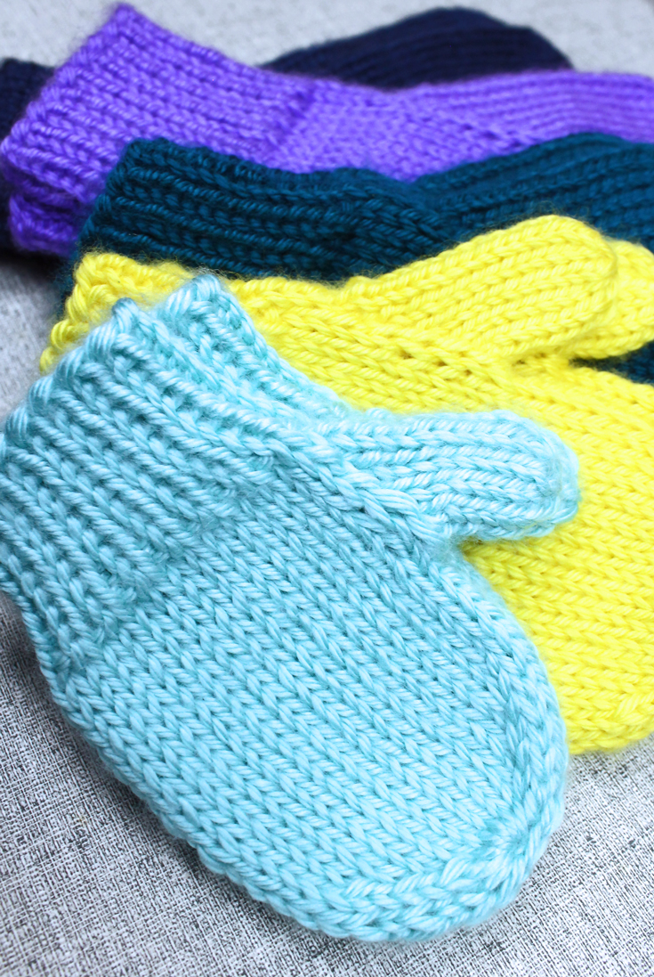 Classic knit mittens in all sizes, knitting pattern designed by PurlsAndPixels