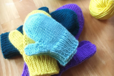 Simple mittens knitting pattern from Liz @PurlsAndPixels