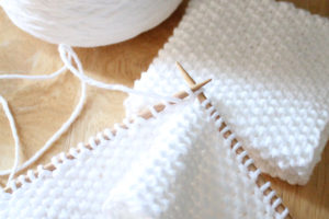 Free beginner knitting patter, seed stitch textured cotton washcloth designed by PurlsAndPixels