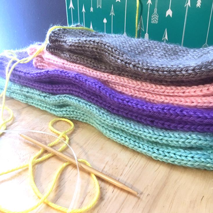 Leg warmers, knitting pattern by Liz Chandler @PurlsAndPixels