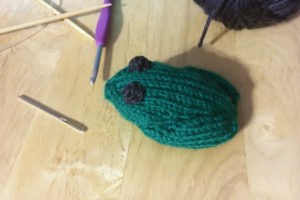 Little knit frog pattern by Liz @PurlsAndPixels