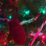 Mitten Holiday Ornament Free Knitting Pattern from Liz @PurlsAndPixels
